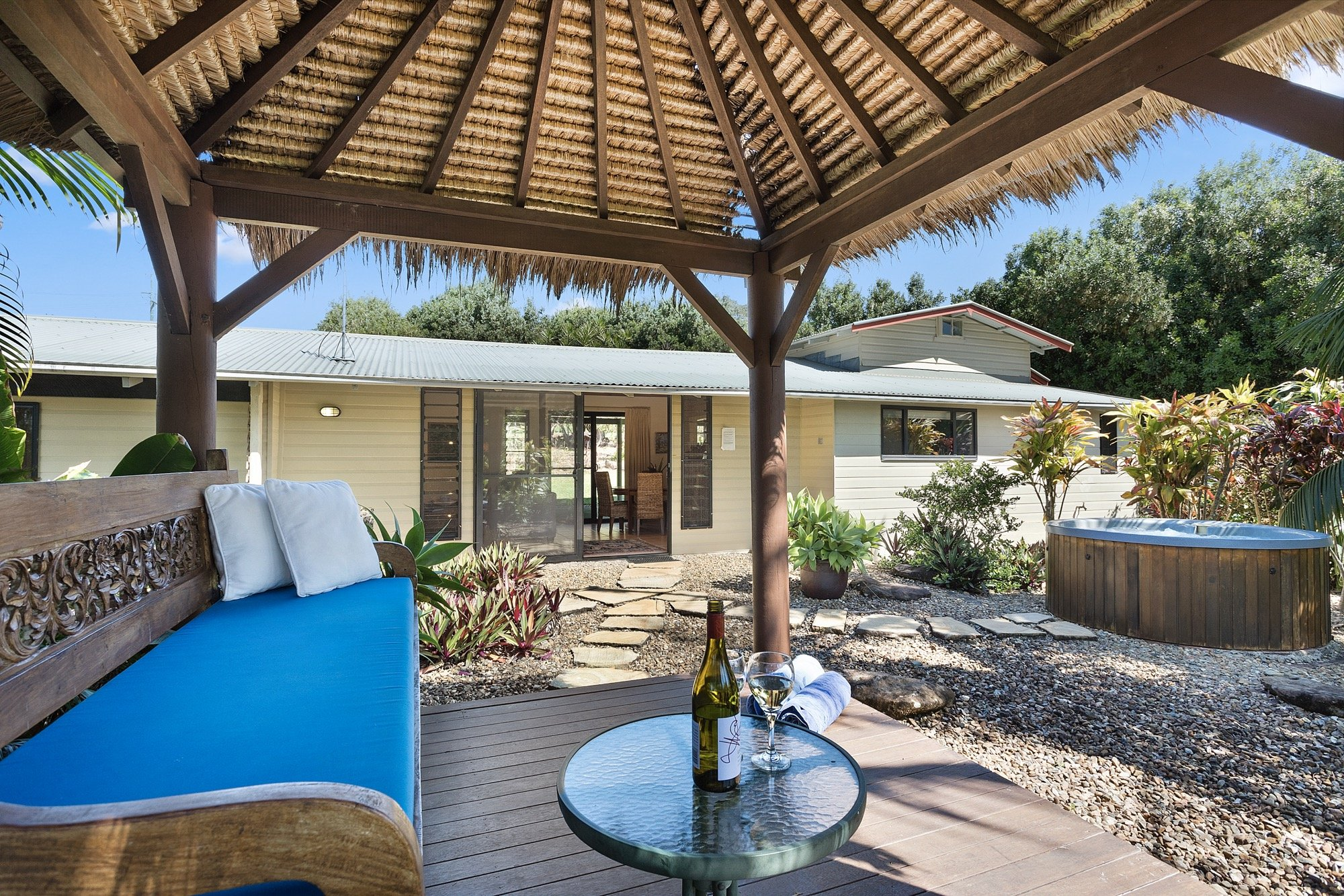 suzanne s hideaway s5 accommodation clunes new south wales rh accommodationguru com