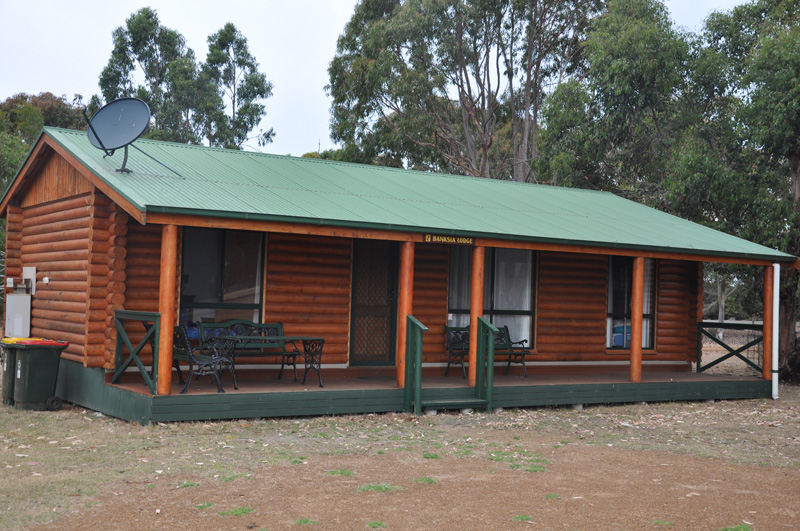 02 Banksia Log Cabin - 2+ nights