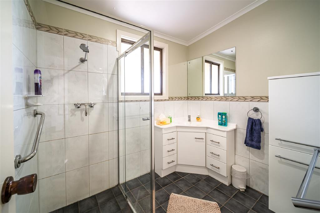 Flinders Ranges Bed and Breakfast - Modern Bathroom