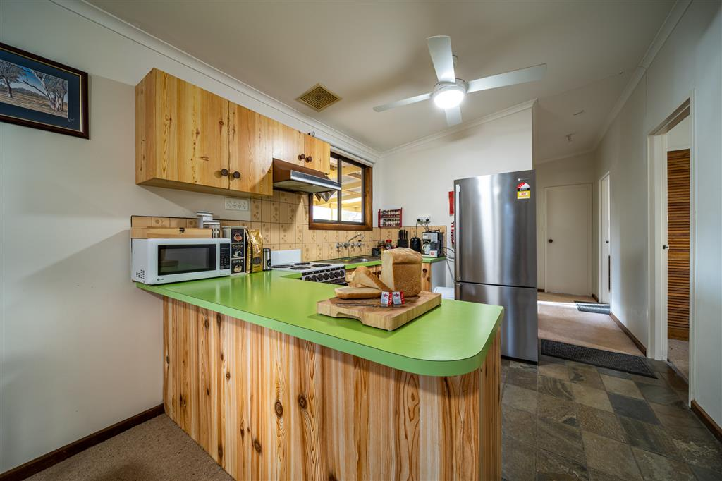 Flinders Ranges Bed and Breakfast - Well Appointed Kitchen