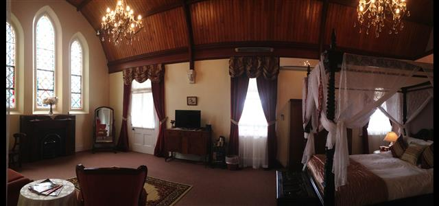 Bavarian Room 7 - 5.5x10.5 queen four poster with ensuite & private veranda +++