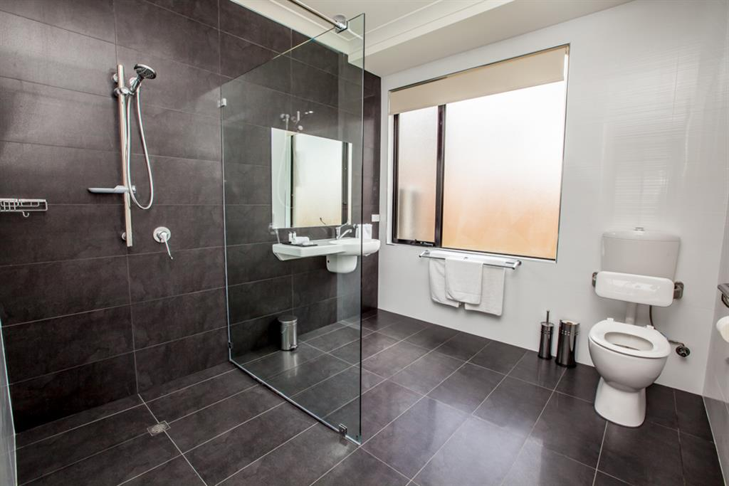 Neagles Retreat Villas - Clare Valley - Disable friendly bathroom