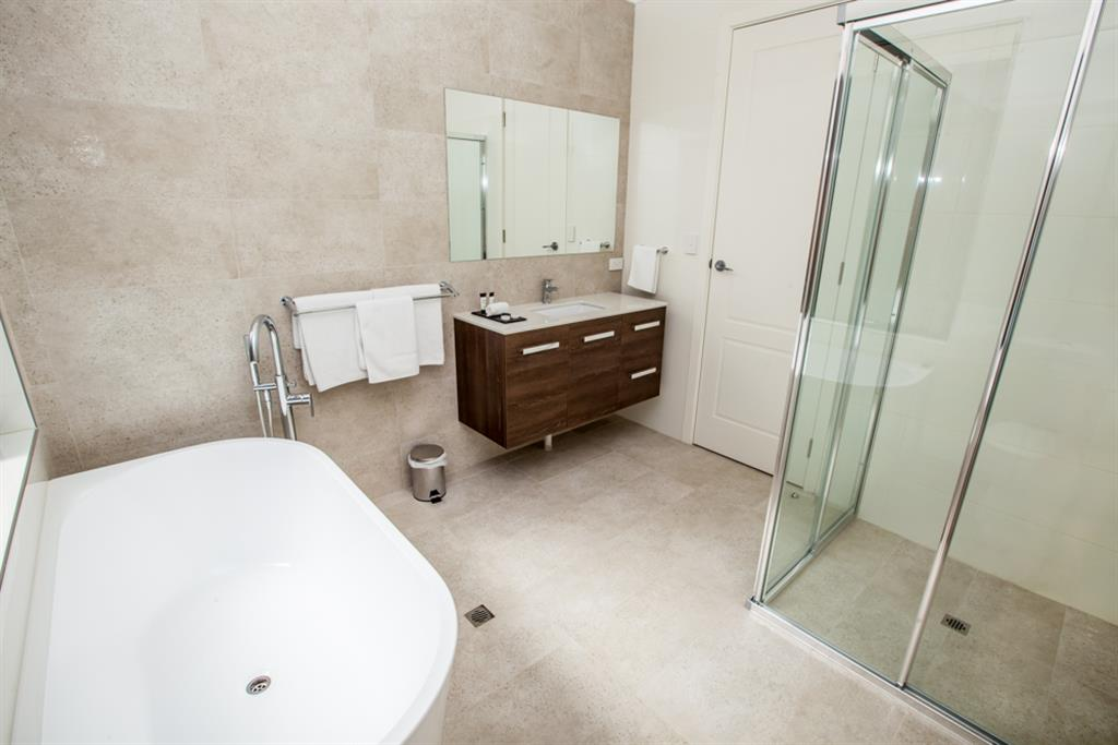 Neagles Retreat Villas - Clare Valley - Main bathroom
