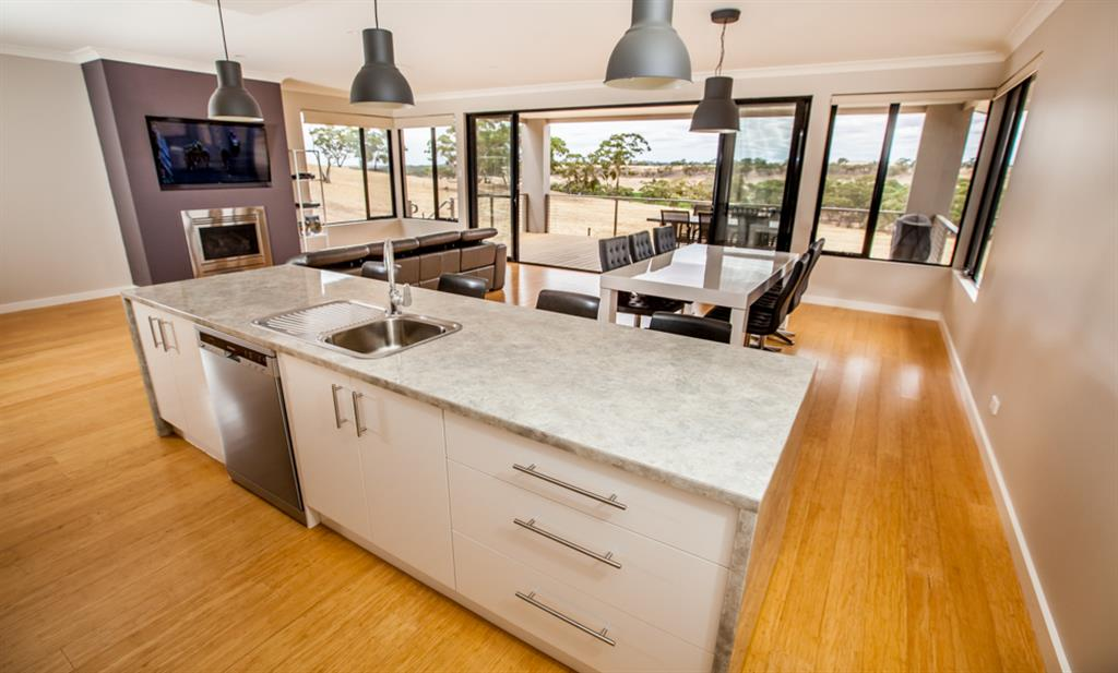 Neagles Retreat Villas - Clare Valley - Kitchen, dining and living area
