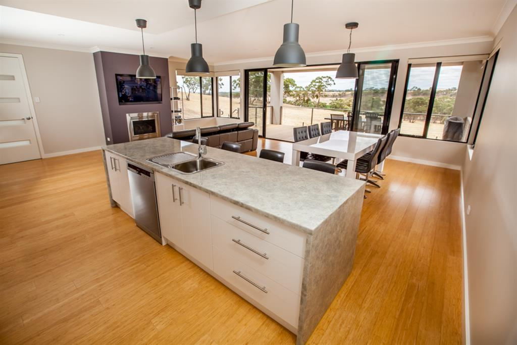 Neagles Retreat Villas - Clare Valley - Fully equipped kitchen, dining and lounge area