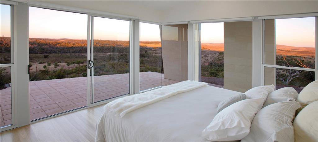 Tanonga Luxury Eco Lodges - Port Lincoln - Stunning B edroom views