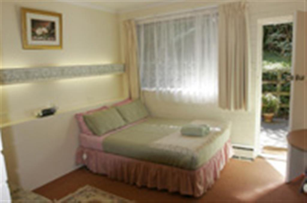 Click to search rooms and book