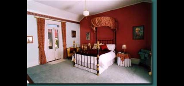 Red Queen Room