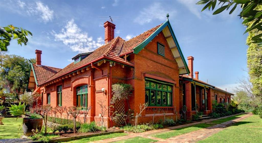 Buxton Manor - North Adelaide